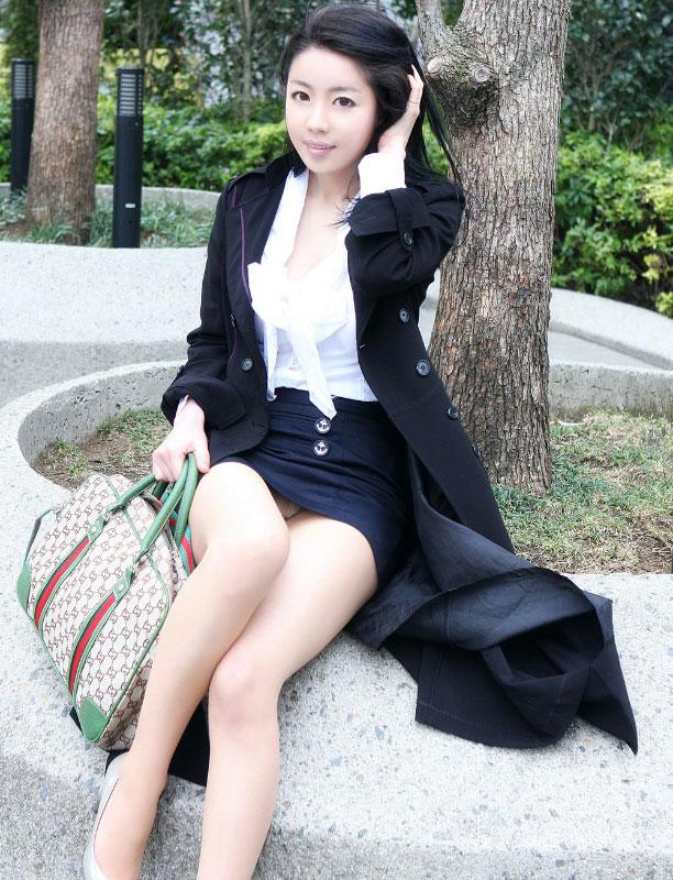 【パンチラエロ画像】美人美脚な女の子たちのスカートの中身、覗いたったぜw 24