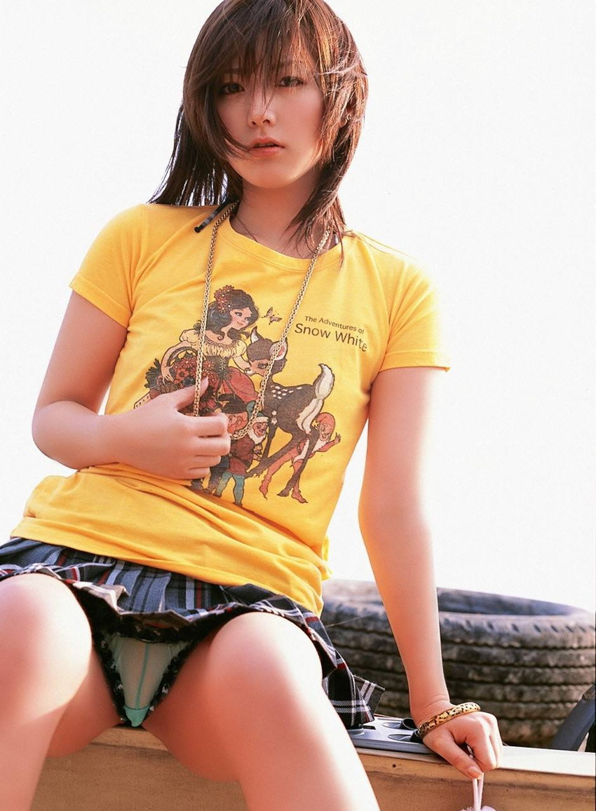 【パンチラエロ画像】美人美脚な女の子たちのスカートの中身、覗いたったぜw 38