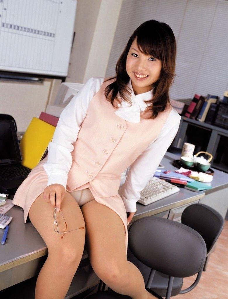 【パンチラエロ画像】美人美脚な女の子たちのスカートの中身、覗いたったぜw 43
