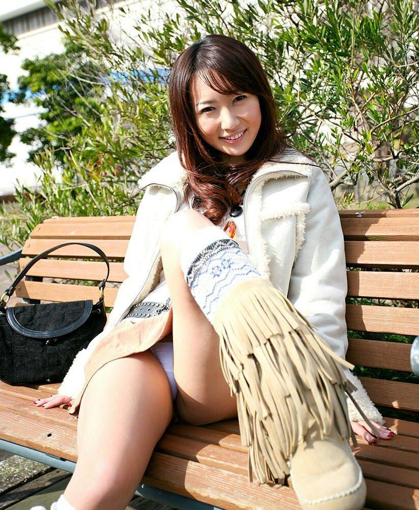 【パンチラエロ画像】美人美脚な女の子たちのスカートの中身、覗いたったぜw 73