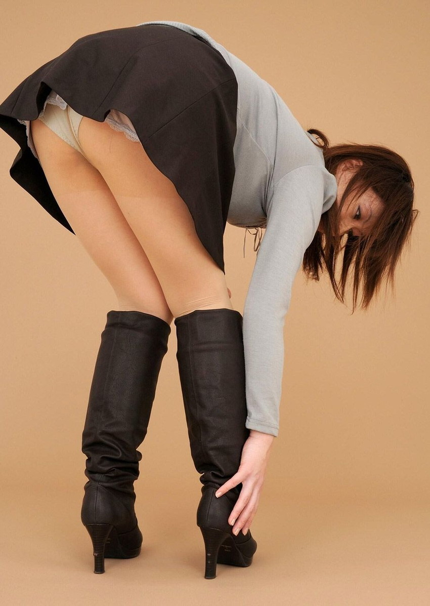 【パンチラエロ画像】美人美脚な女の子たちのスカートの中身、覗いたったぜw 81