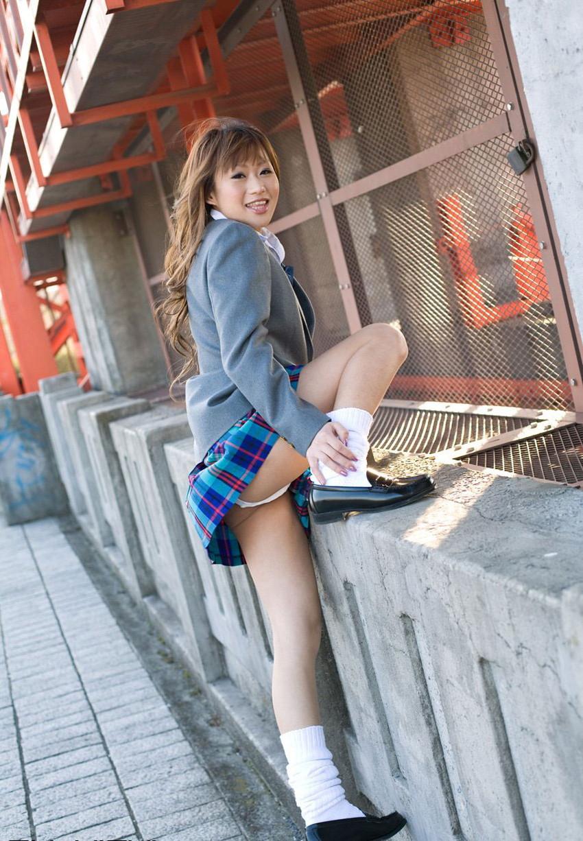 【JKコスプレエロ画像】ホンモノJKに勝るとも劣らない制服コスプレ美女たち! 06