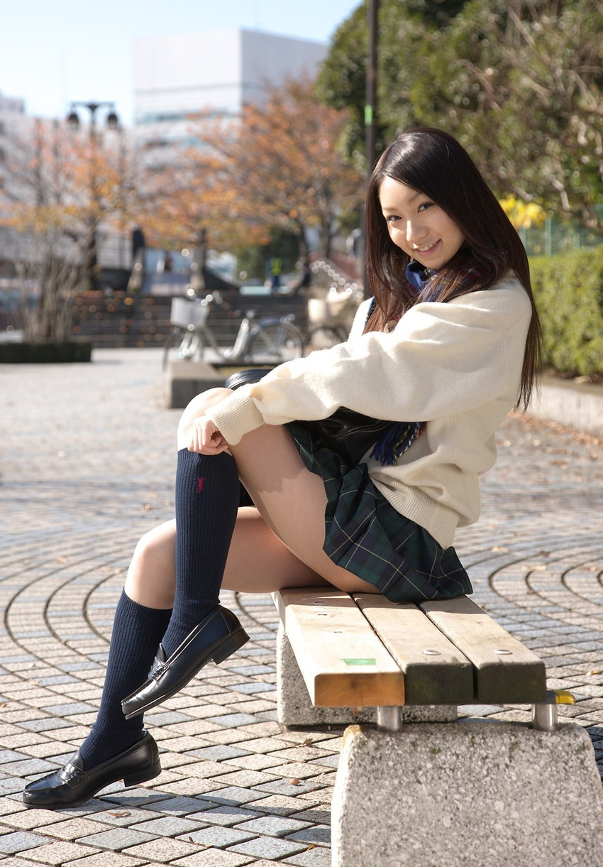 【JKコスプレエロ画像】ホンモノJKに勝るとも劣らない制服コスプレ美女たち! 23