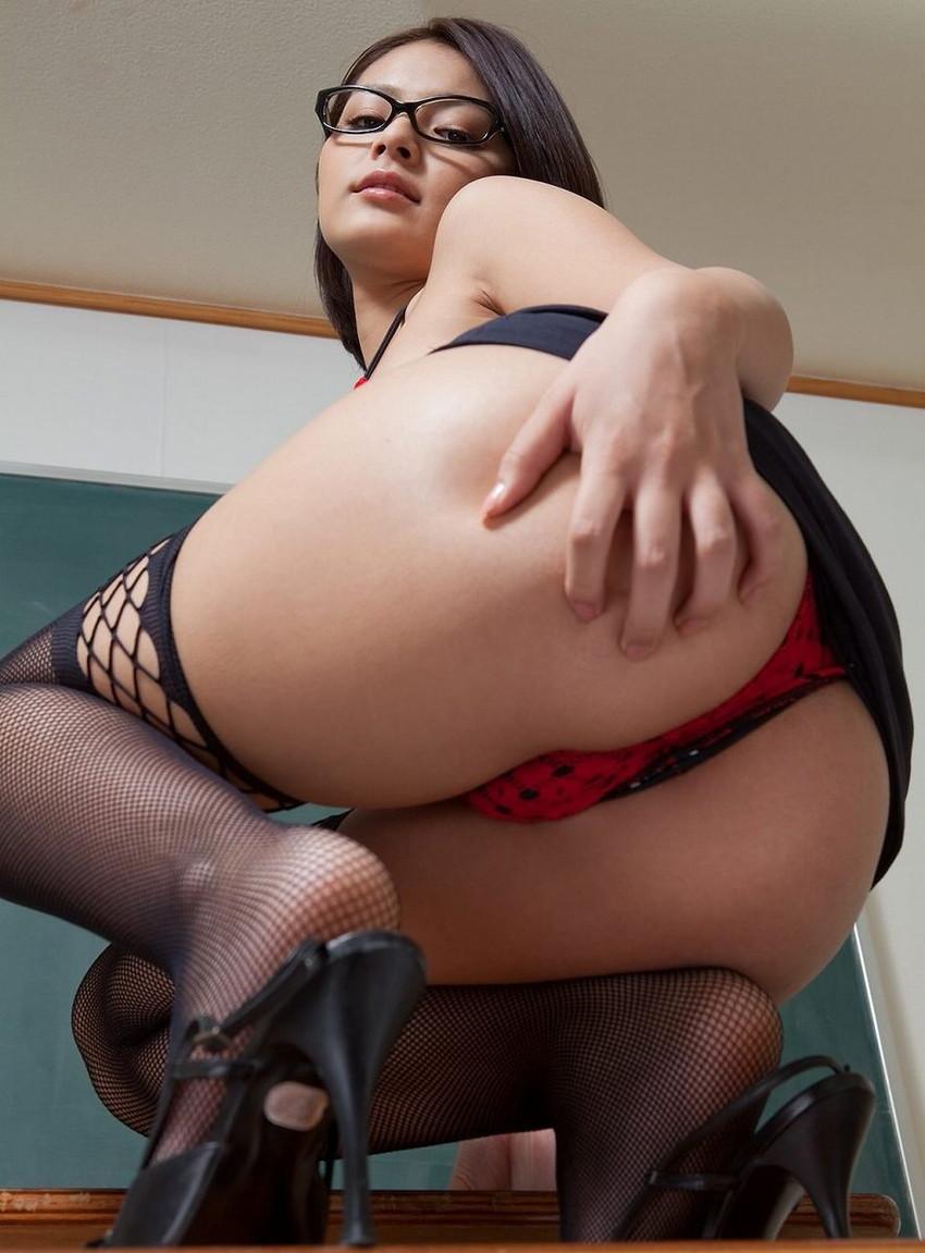 【Tバックエロ画像】こんな美尻の女の子にはTバックパンティーがよく似合います! 39