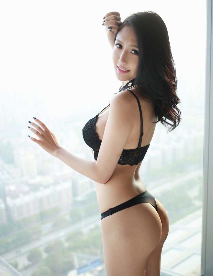 【Tバックエロ画像】こんな美尻の女の子にはTバックパンティーがよく似合います! 44