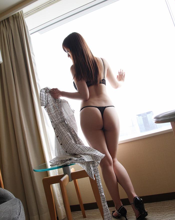 【Tバックエロ画像】こんな美尻の女の子にはTバックパンティーがよく似合います! 71