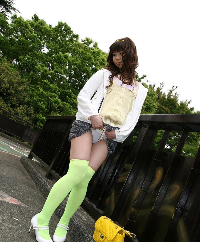 【セルフパンチラエロ画像】女の子からパンチラ見せてくれるとか最高だろ!www 04