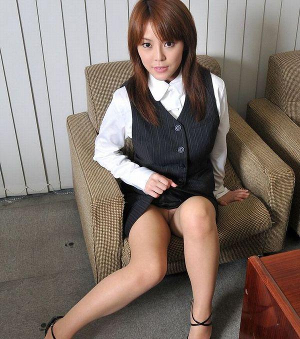【セルフパンチラエロ画像】女の子からパンチラ見せてくれるとか最高だろ!www 58