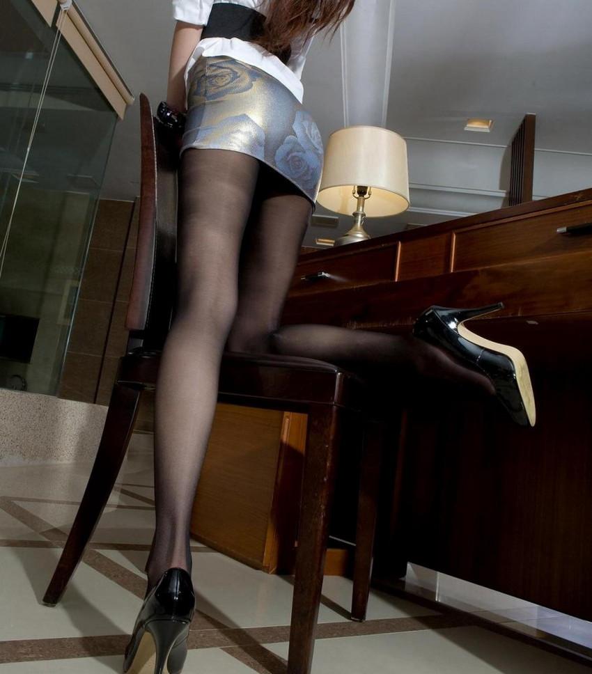 【ミニスカエロ画像】ミニスカから覗くエッチな太ももが堪らなくセクシー! 24