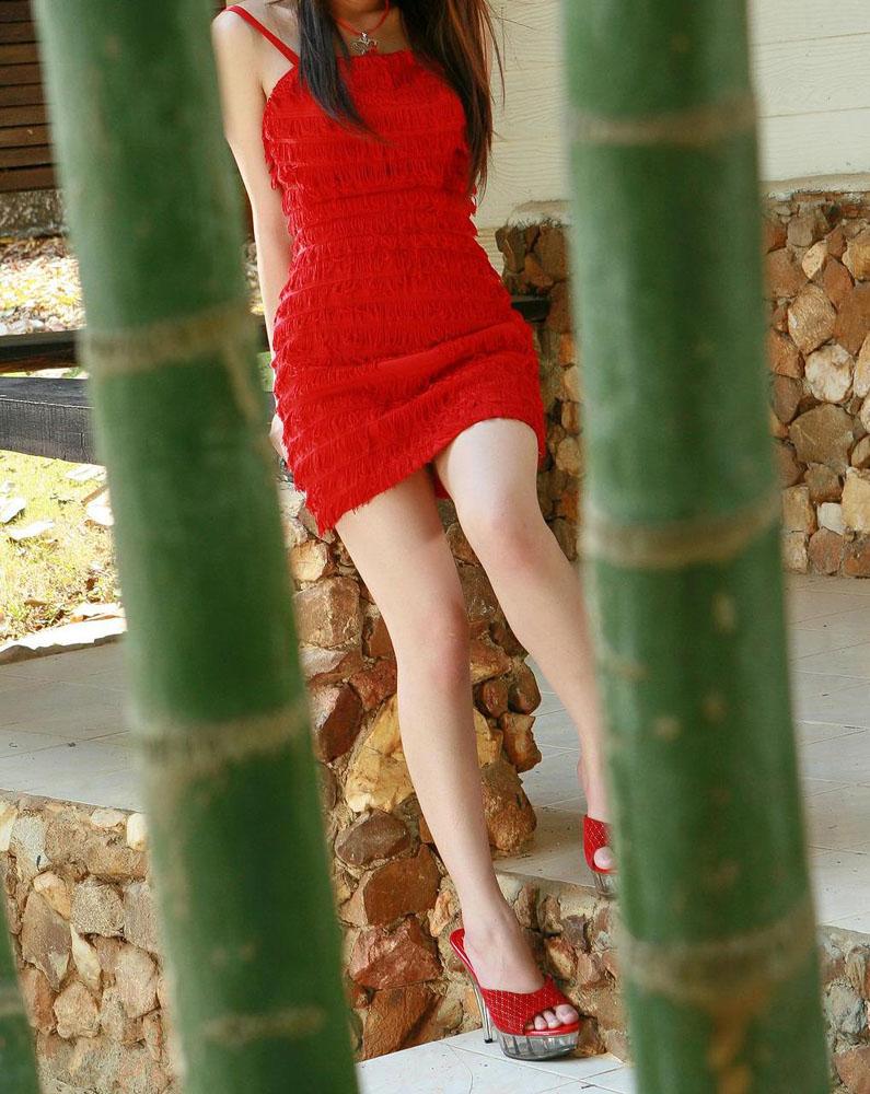 【ミニスカエロ画像】ミニスカから覗くエッチな太ももが堪らなくセクシー! 25