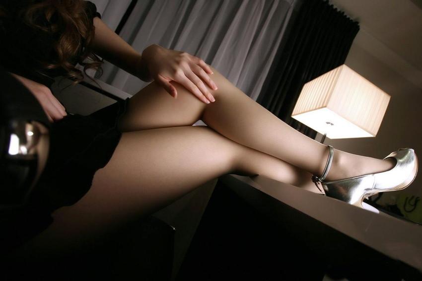 【ミニスカエロ画像】ミニスカから覗くエッチな太ももが堪らなくセクシー! 28