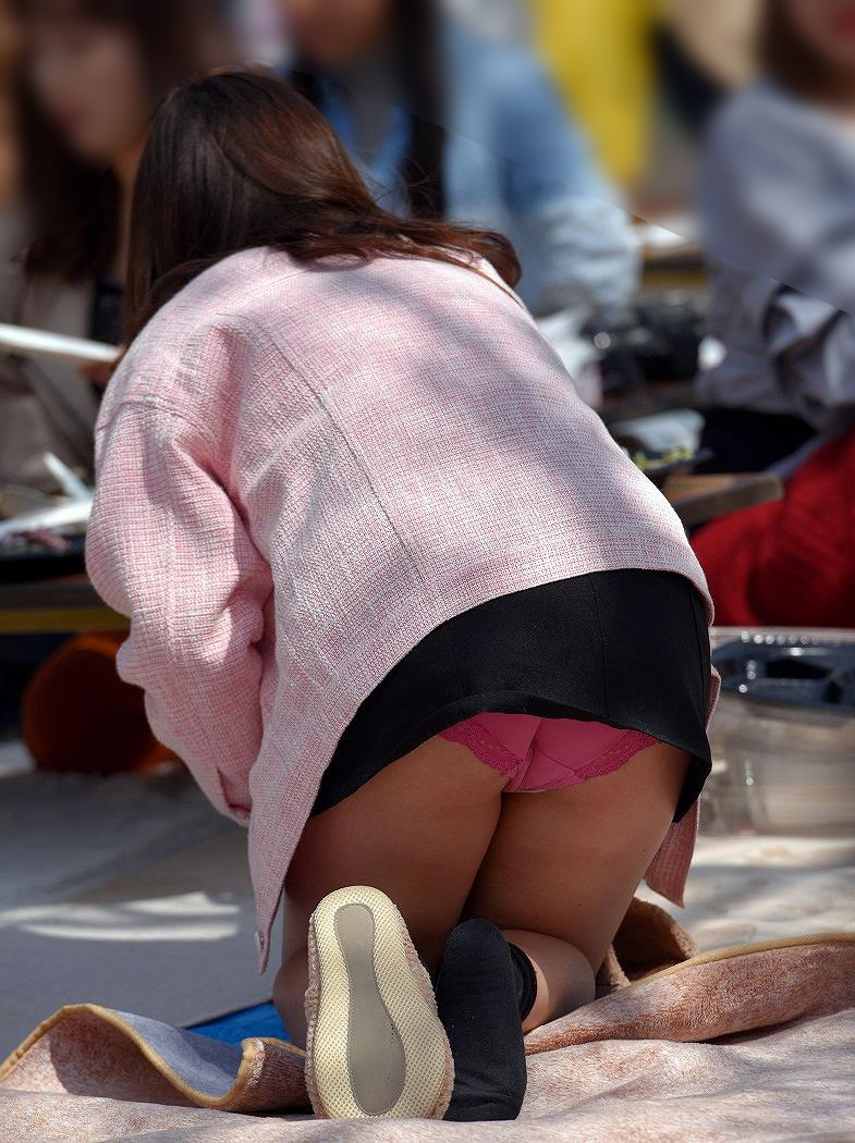 【パンチラエロ画像】素人娘のパンチラ見れた時ってめっちゃ得した気分になるよな!? 16