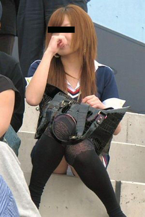 【パンチラエロ画像】素人娘のパンチラ見れた時ってめっちゃ得した気分になるよな!? 29