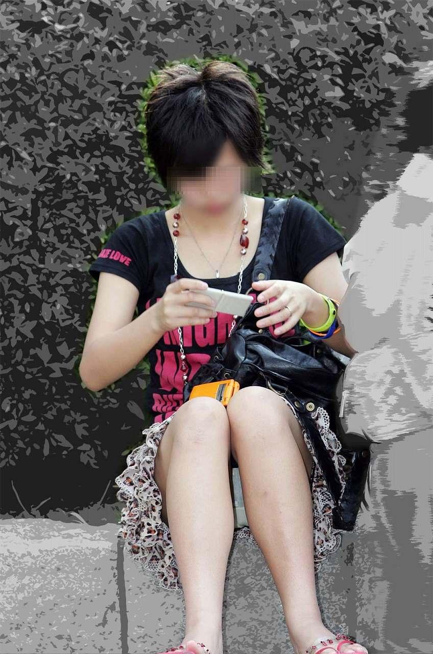 【パンチラエロ画像】素人娘のパンチラ見れた時ってめっちゃ得した気分になるよな!? 35