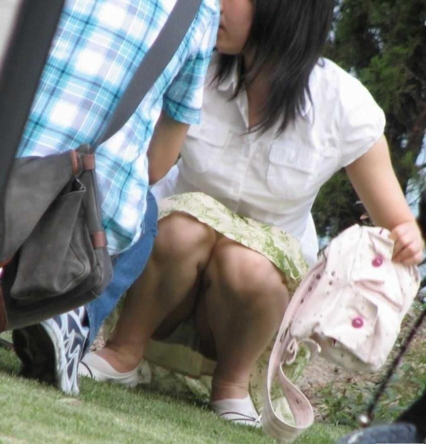 【パンチラエロ画像】素人娘のパンチラ見れた時ってめっちゃ得した気分になるよな!? 61