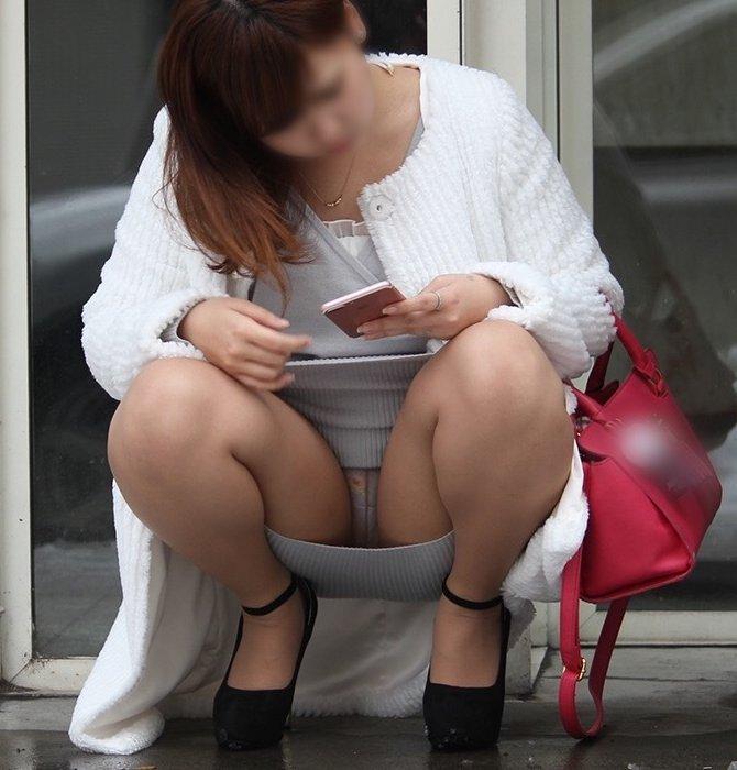 【パンチラエロ画像】素人娘のパンチラ見れた時ってめっちゃ得した気分になるよな!? 65