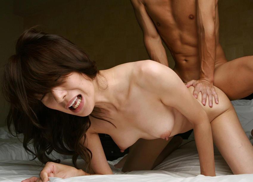 【バックエロ画像】後背位ともバックとも言われるセックスの体位でセックスする男女 03