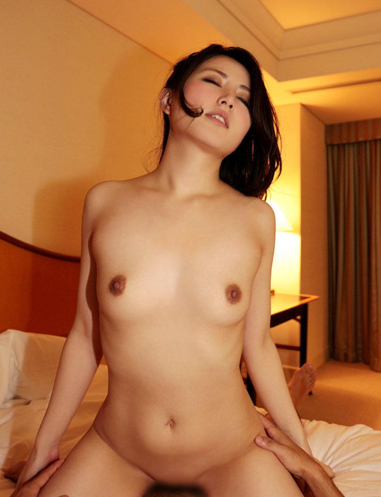 【騎乗位エロ画像】女の子に導かれる感覚が最高な騎乗位セックス! 24