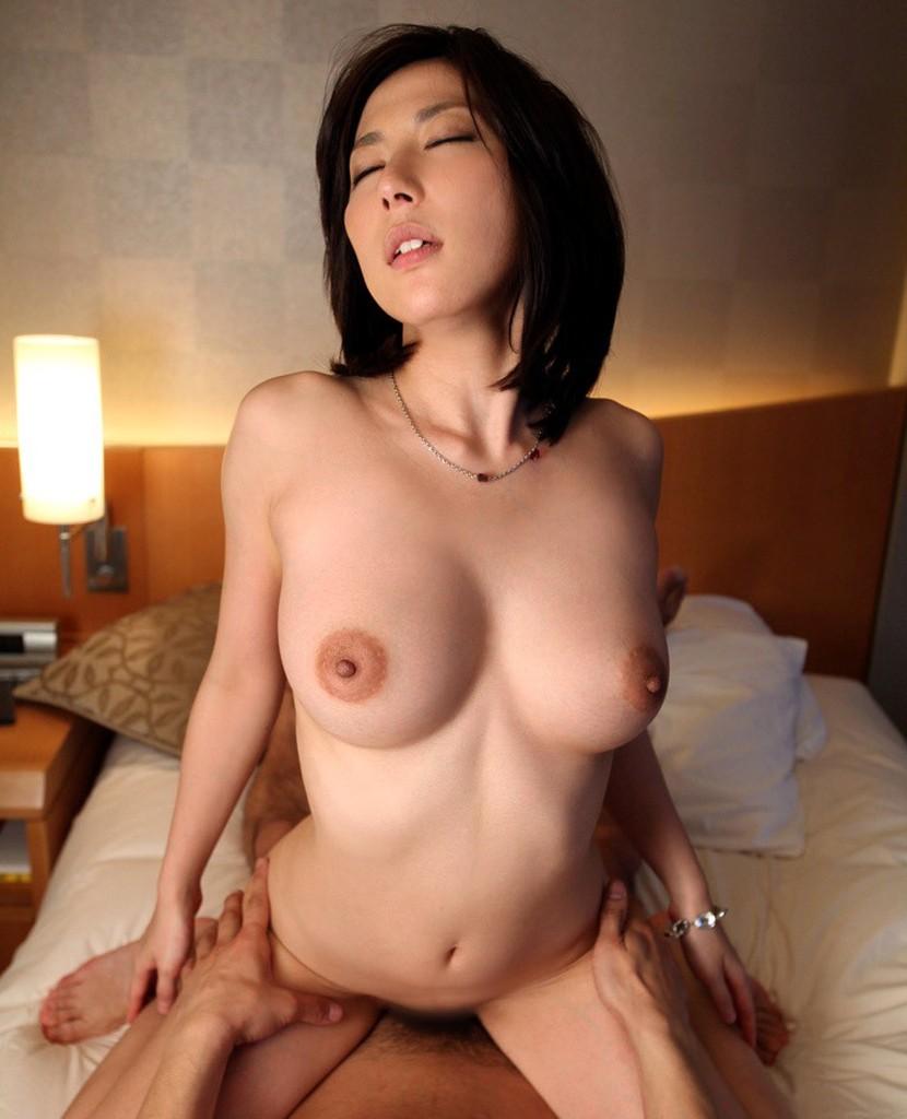 【騎乗位エロ画像】女の子に導かれる感覚が最高な騎乗位セックス! 58