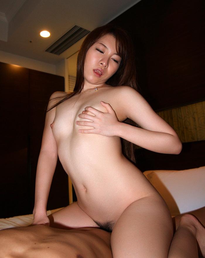 【騎乗位エロ画像】女の子に導かれる感覚が最高な騎乗位セックス! 77
