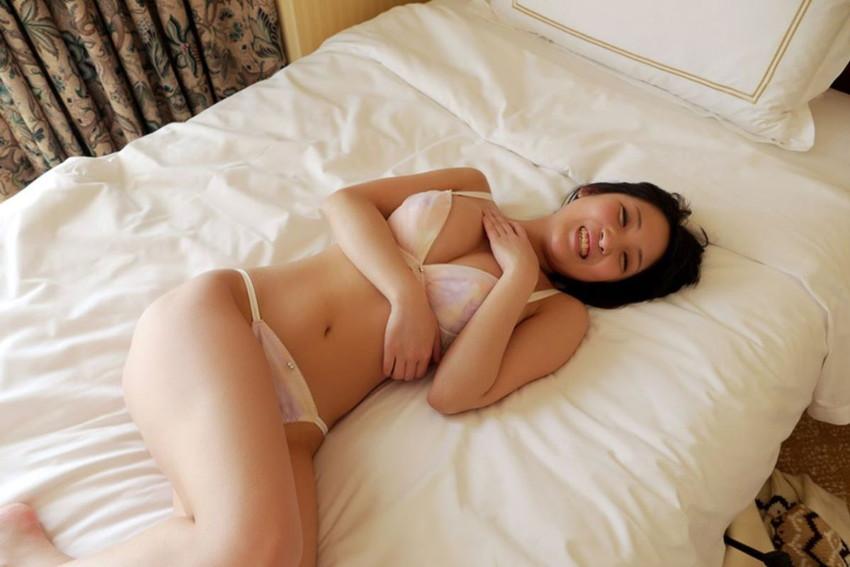 【下着姿エロ画像】ヌードも良いけど下着姿もなかなか捨てがたいwwwww