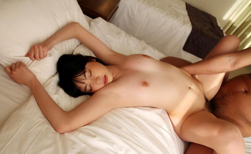 【正常位エロ画像】ごくごくノーマルな体位だけどやつぱり一番無難なセックス体位! 54