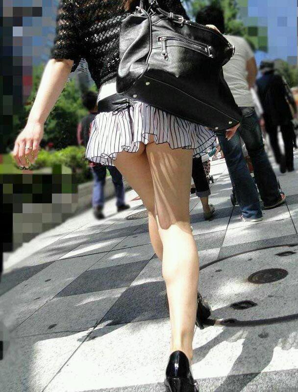 【ミニスカエロ画像】美脚、むき出しの太もも!春よ来い!美脚ミニスカエロ画像 02