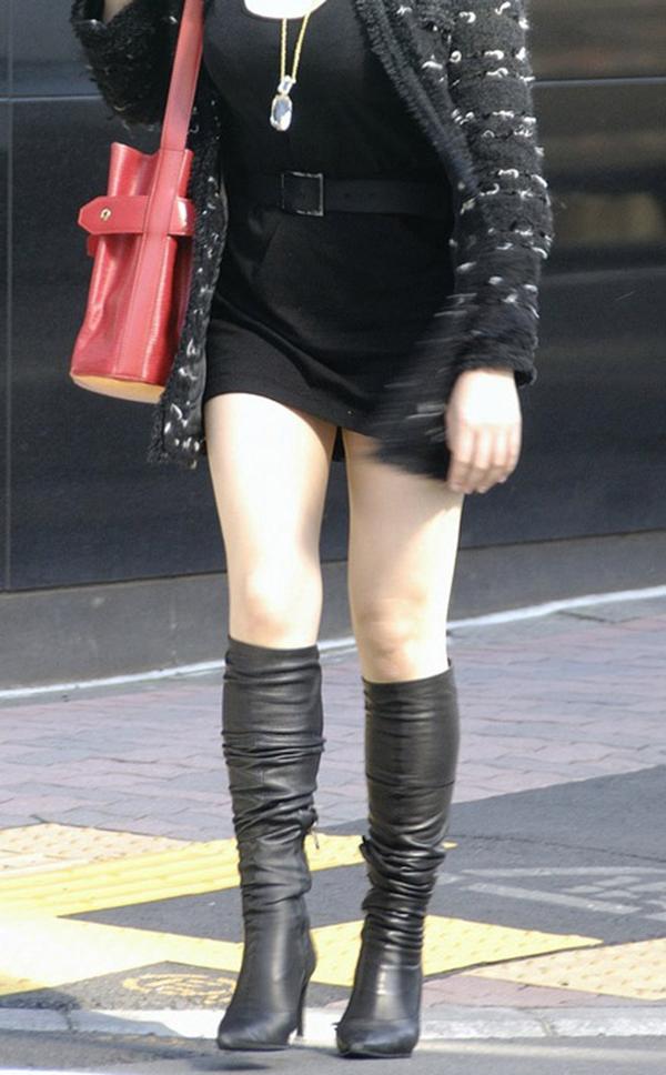 【ミニスカエロ画像】美脚、むき出しの太もも!春よ来い!美脚ミニスカエロ画像 06