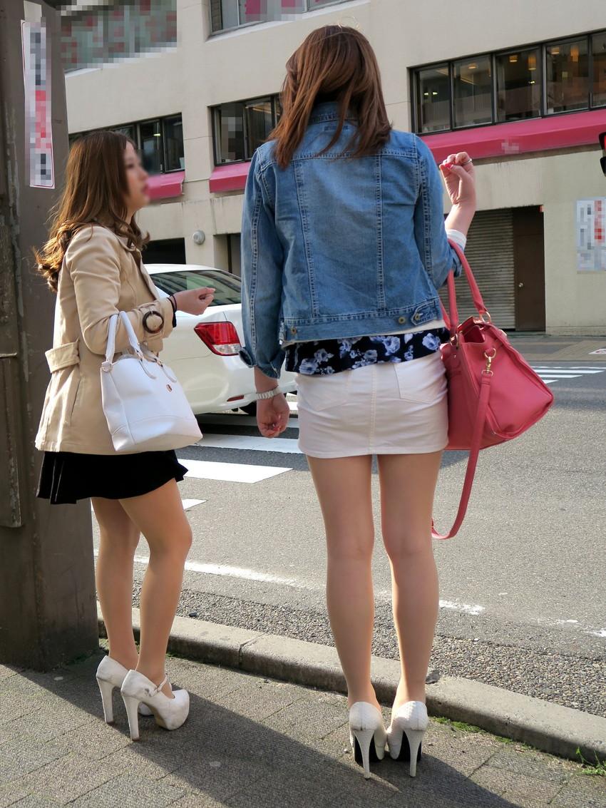 【ミニスカエロ画像】美脚、むき出しの太もも!春よ来い!美脚ミニスカエロ画像 08