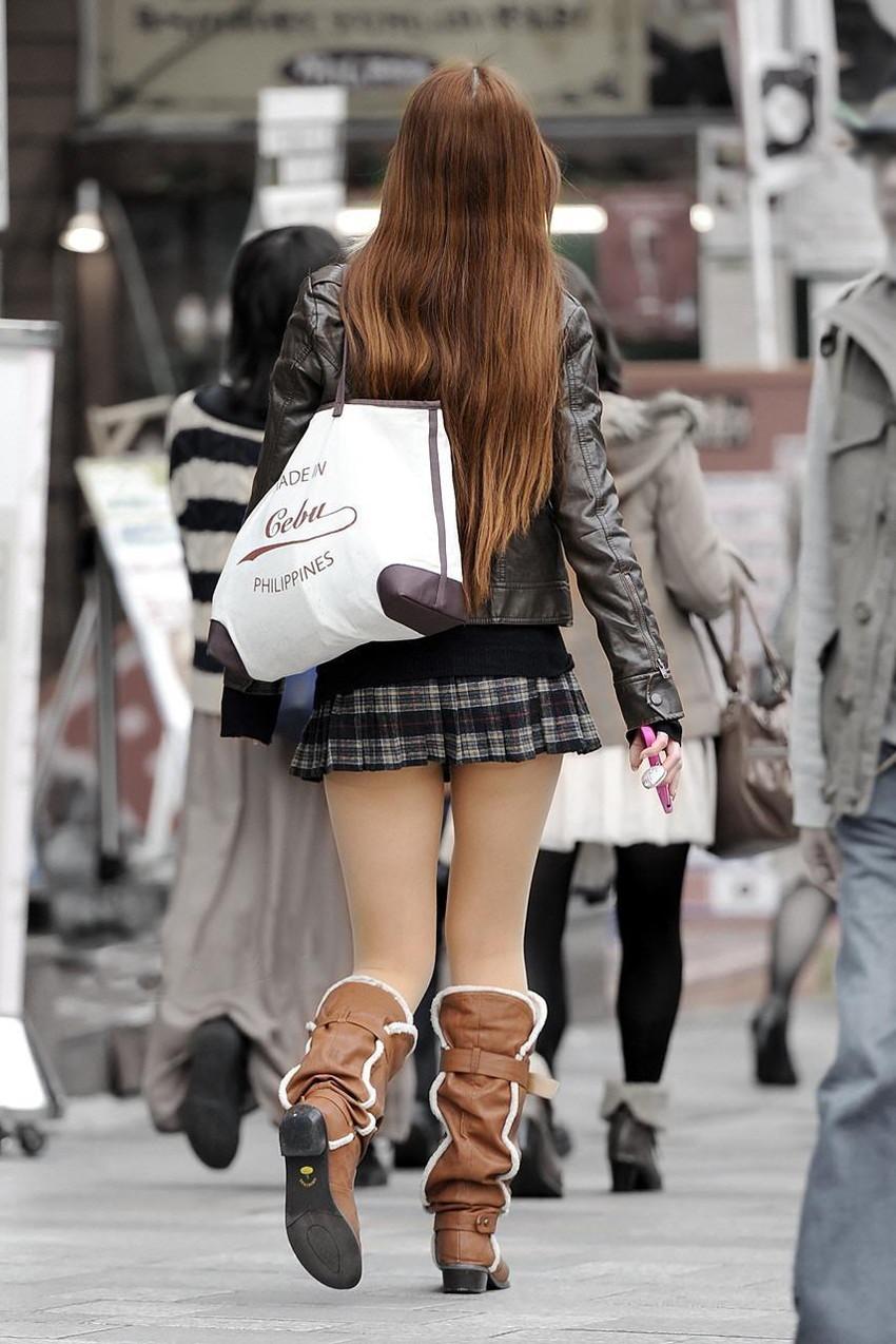 【ミニスカエロ画像】美脚、むき出しの太もも!春よ来い!美脚ミニスカエロ画像 10