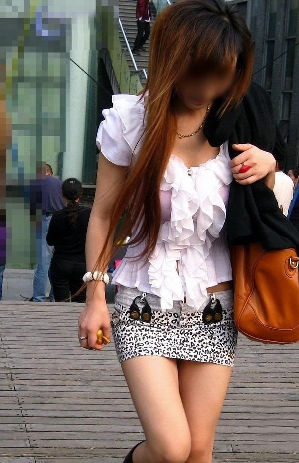 【ミニスカエロ画像】美脚、むき出しの太もも!春よ来い!美脚ミニスカエロ画像 12