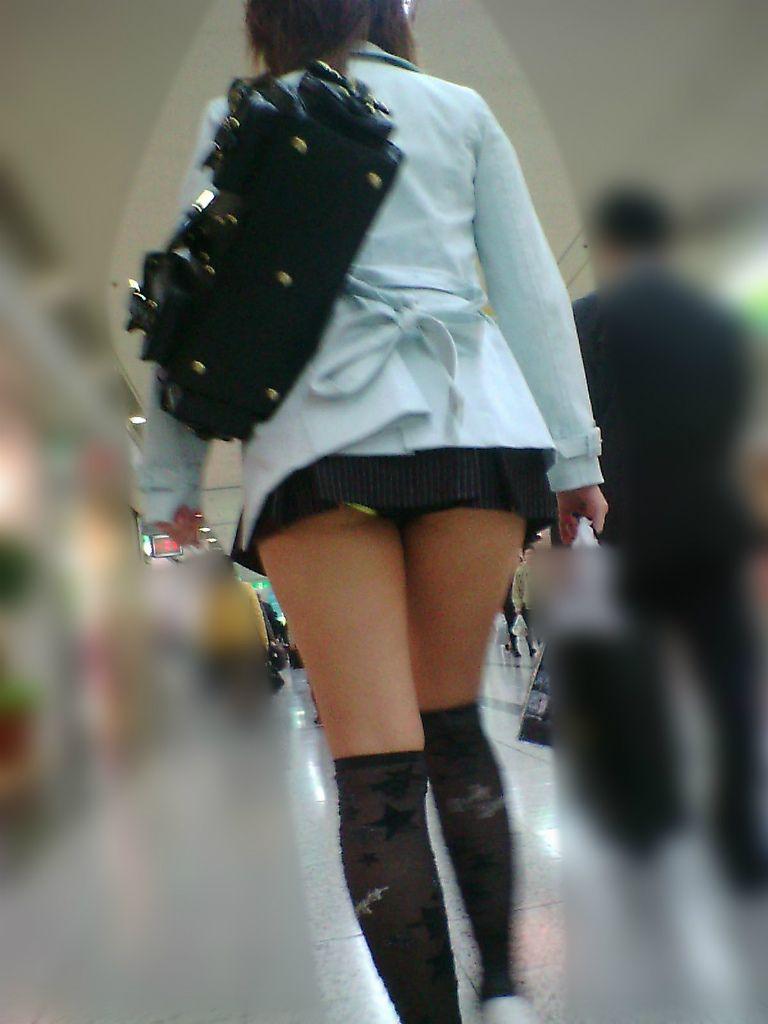 【ミニスカエロ画像】美脚、むき出しの太もも!春よ来い!美脚ミニスカエロ画像 17