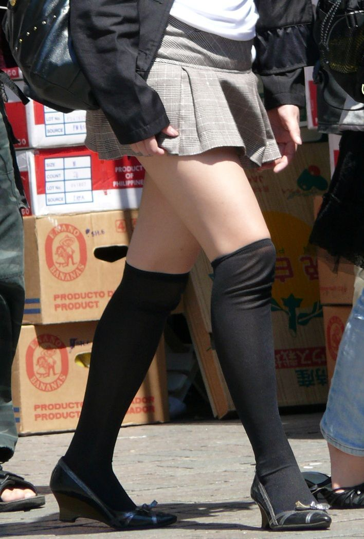 【ミニスカエロ画像】美脚、むき出しの太もも!春よ来い!美脚ミニスカエロ画像 20