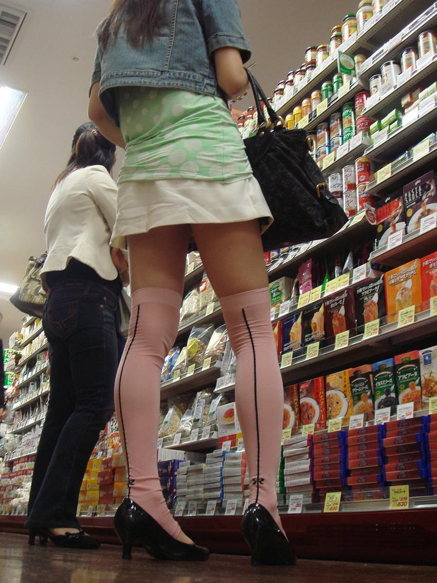 【ミニスカエロ画像】美脚、むき出しの太もも!春よ来い!美脚ミニスカエロ画像 22