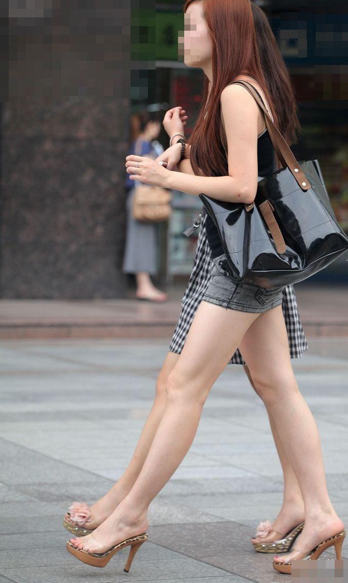 【ミニスカエロ画像】美脚、むき出しの太もも!春よ来い!美脚ミニスカエロ画像 24