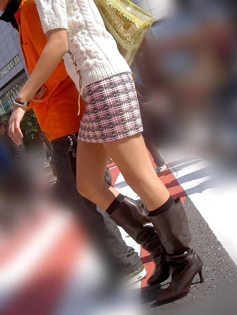 【ミニスカエロ画像】美脚、むき出しの太もも!春よ来い!美脚ミニスカエロ画像 33