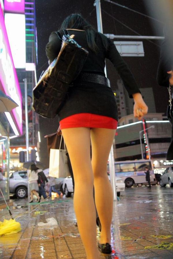 【ミニスカエロ画像】美脚、むき出しの太もも!春よ来い!美脚ミニスカエロ画像 36