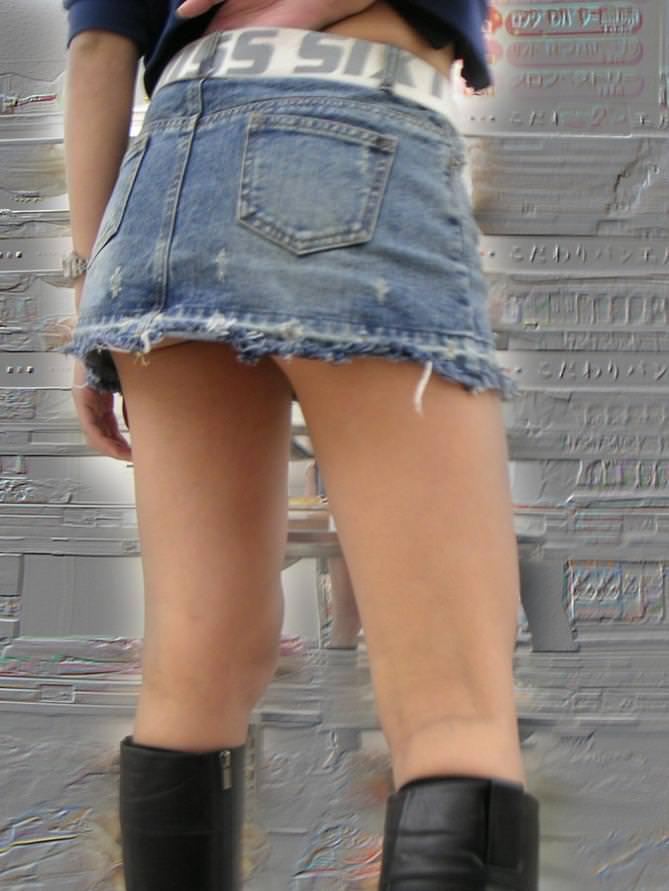 【ミニスカエロ画像】美脚、むき出しの太もも!春よ来い!美脚ミニスカエロ画像 40