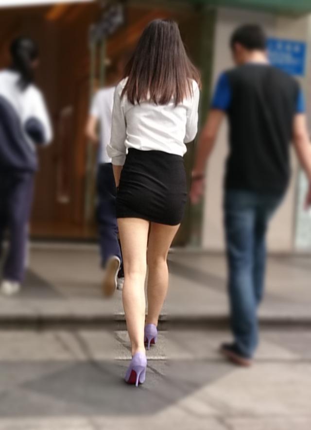 【ミニスカエロ画像】美脚、むき出しの太もも!春よ来い!美脚ミニスカエロ画像 44