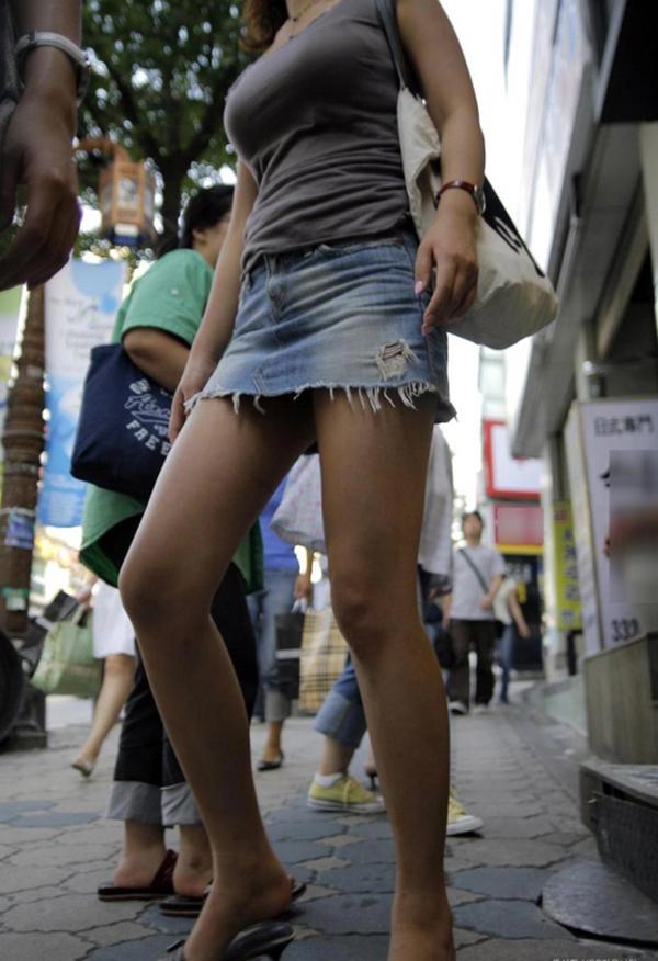 【ミニスカエロ画像】美脚、むき出しの太もも!春よ来い!美脚ミニスカエロ画像 45