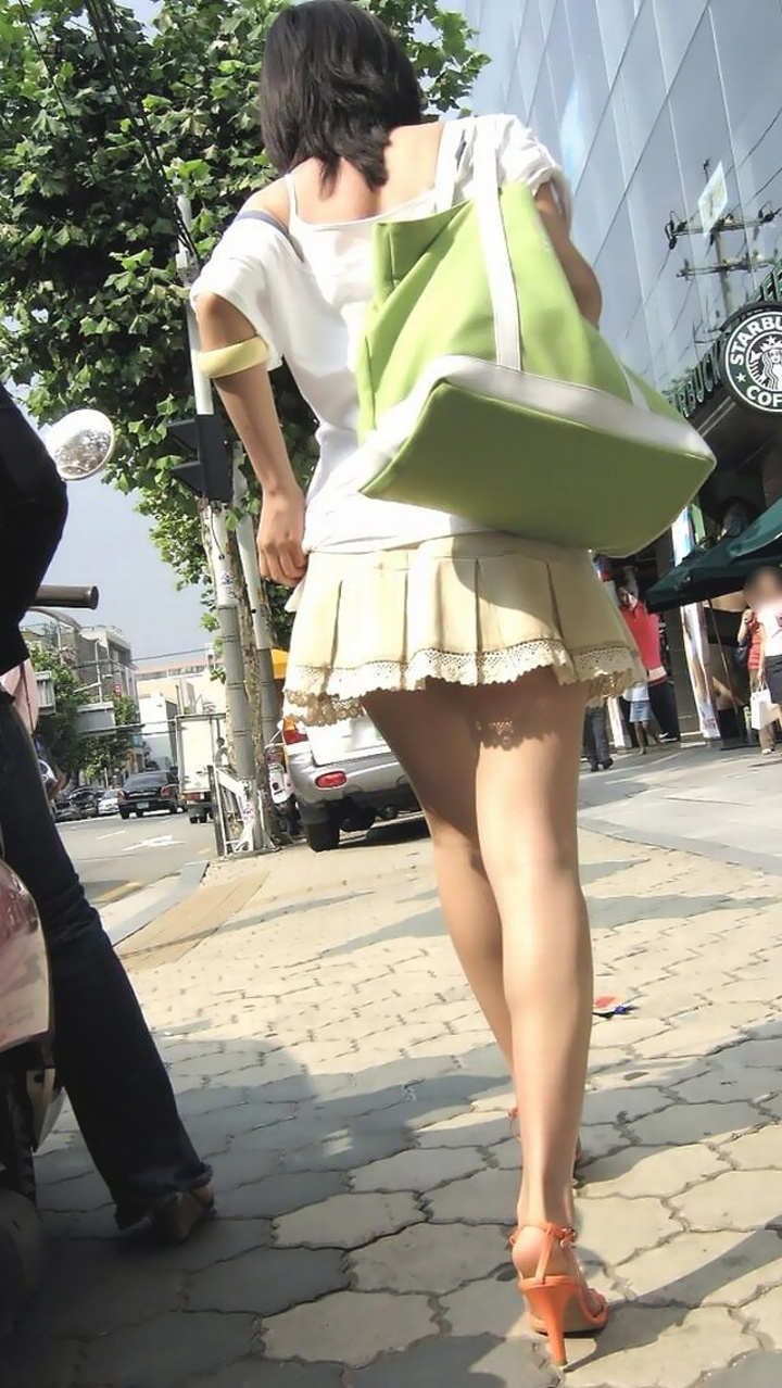 【ミニスカエロ画像】美脚、むき出しの太もも!春よ来い!美脚ミニスカエロ画像 47