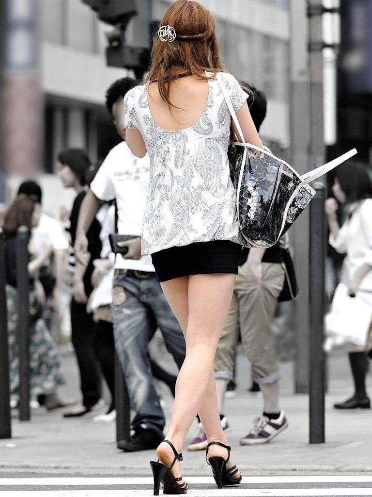 【ミニスカエロ画像】美脚、むき出しの太もも!春よ来い!美脚ミニスカエロ画像 52