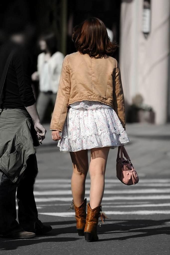 【ミニスカエロ画像】美脚、むき出しの太もも!春よ来い!美脚ミニスカエロ画像 59