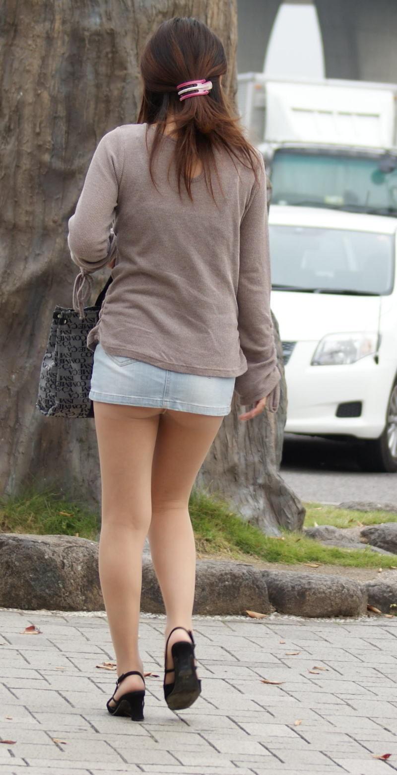【ミニスカエロ画像】美脚、むき出しの太もも!春よ来い!美脚ミニスカエロ画像 62