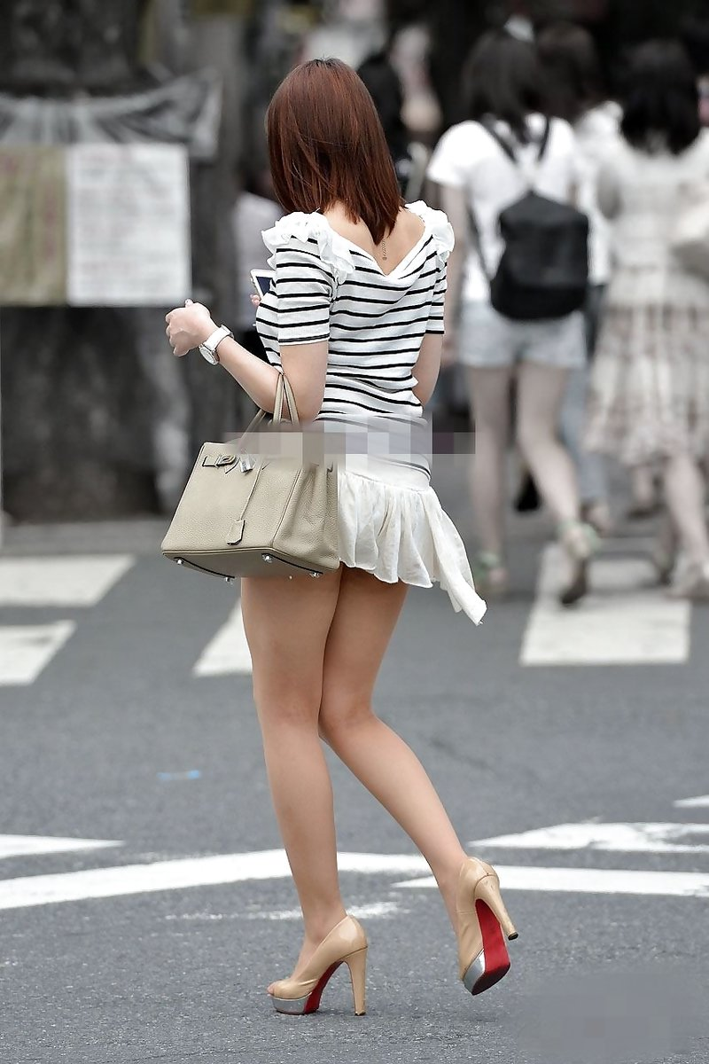 【ミニスカエロ画像】美脚、むき出しの太もも!春よ来い!美脚ミニスカエロ画像 67