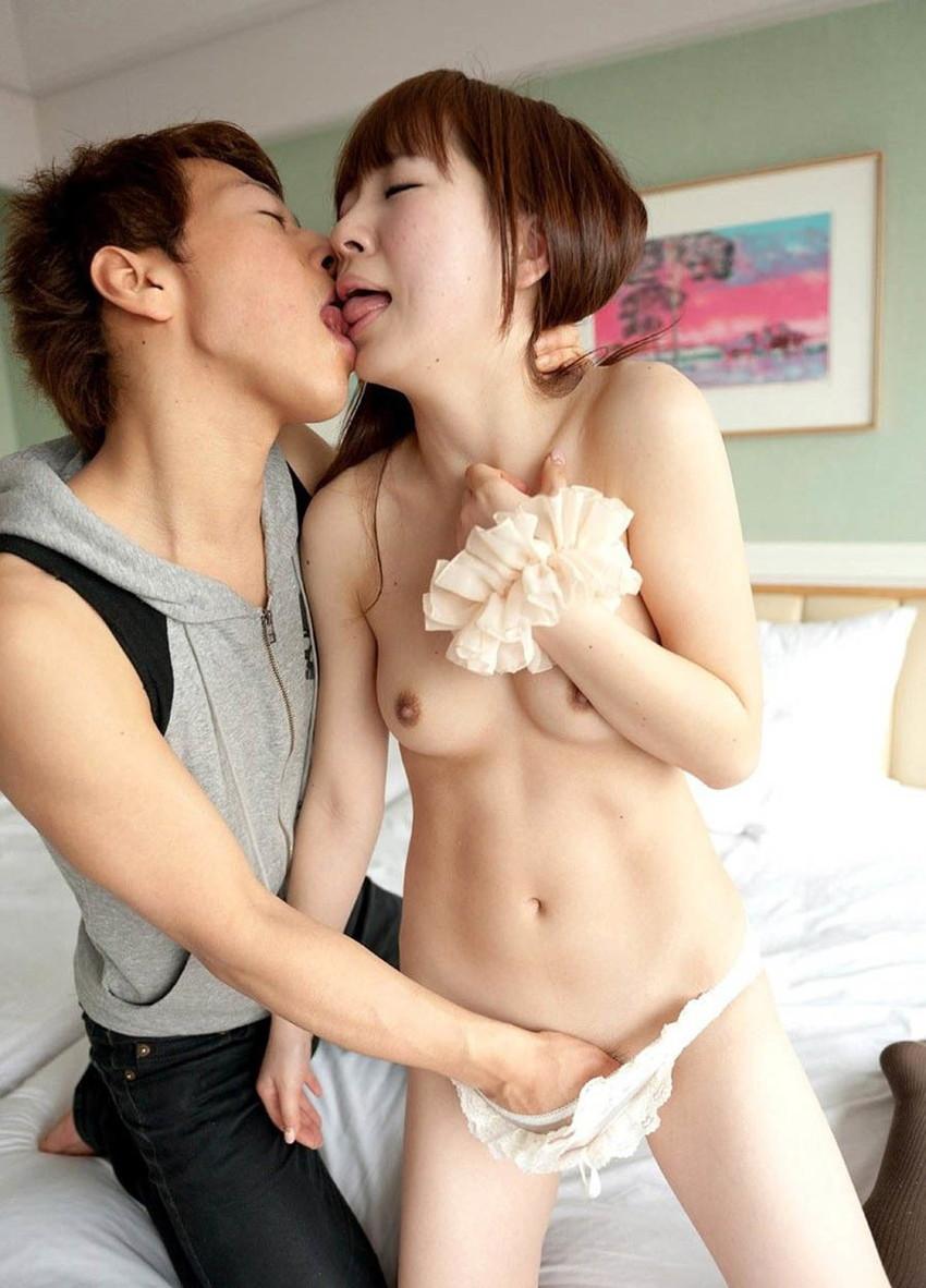 【手マンエロ画像】手マンに喘ぐ女子の画像集めていたら勃起したwwwwwwwww 26