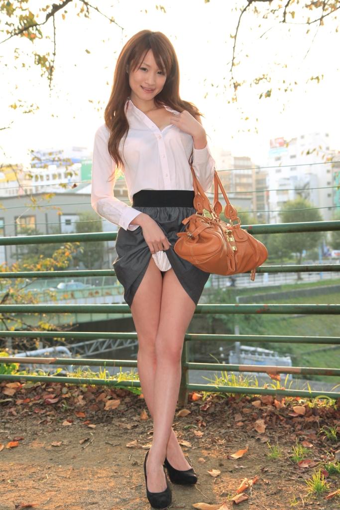 【セルフパンチラエロ画像】女の子からスカートを撒くってパンチラ披露wwww 05