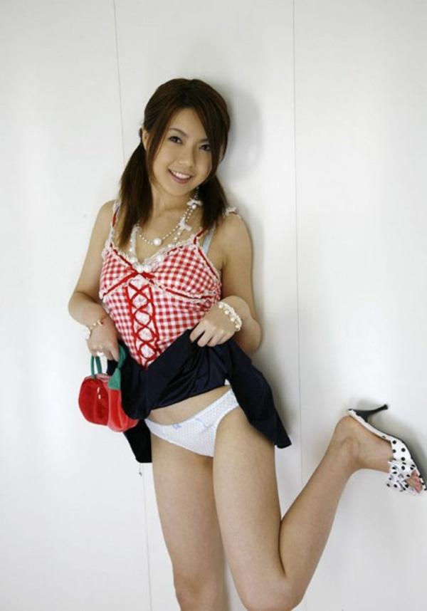 【セルフパンチラエロ画像】女の子からスカートを撒くってパンチラ披露wwww 07