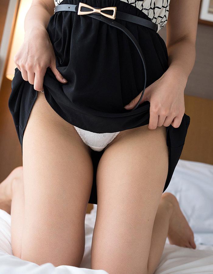 【セルフパンチラエロ画像】女の子からスカートを撒くってパンチラ披露wwww 24