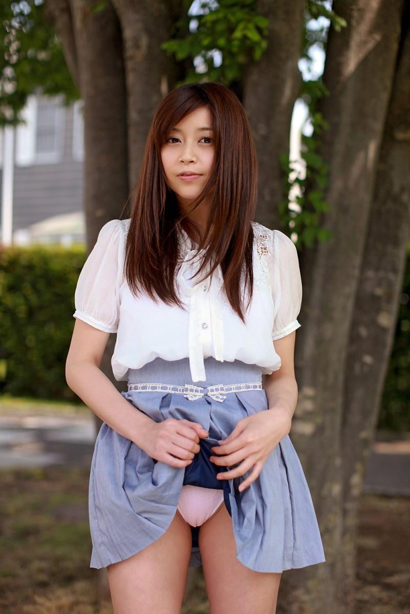 【セルフパンチラエロ画像】女の子からスカートを撒くってパンチラ披露wwww 53